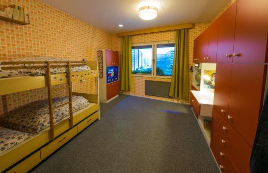 das kinder und jugendzimmer teil 1 erinnerungen bruce springsteen und ein raumschiff ddr. Black Bedroom Furniture Sets. Home Design Ideas