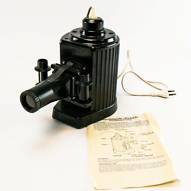 Projektor »Pouva Magica« in schwarz mit Anleitungsblatt