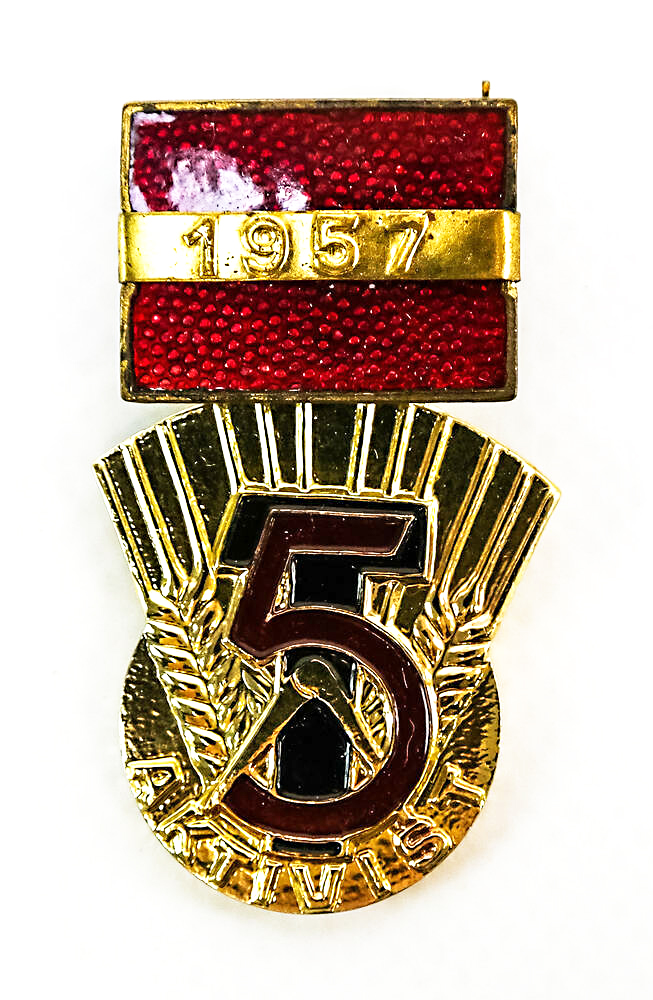 Medal »Activist of the Five-Year Plan« from 1957
