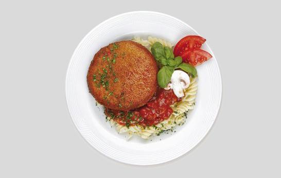 DDR-Gericht Jägerschnitzel mit Nudeln und Tomatensauce