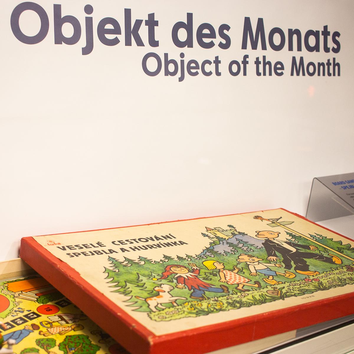 Objekt des Monats: Brettspiel »Frohes Reisen — Spejbl und...