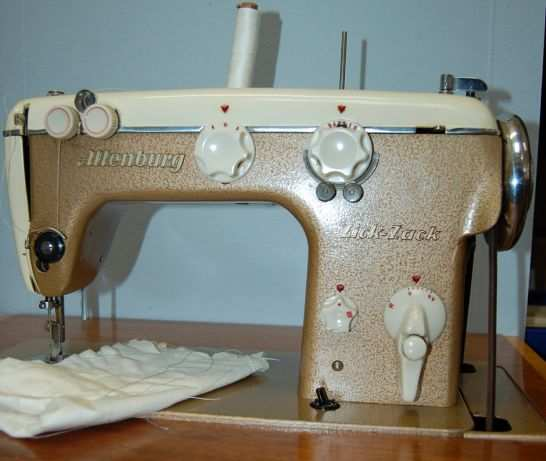 Die gute alte Zick-Zack Nähmaschine... :: DDR Museum