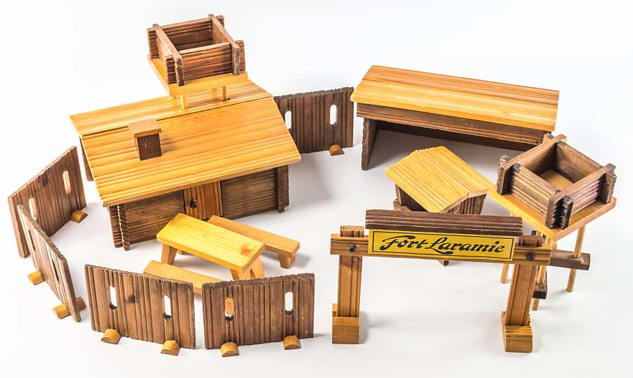 DDR toy Fort Laramie made of timber