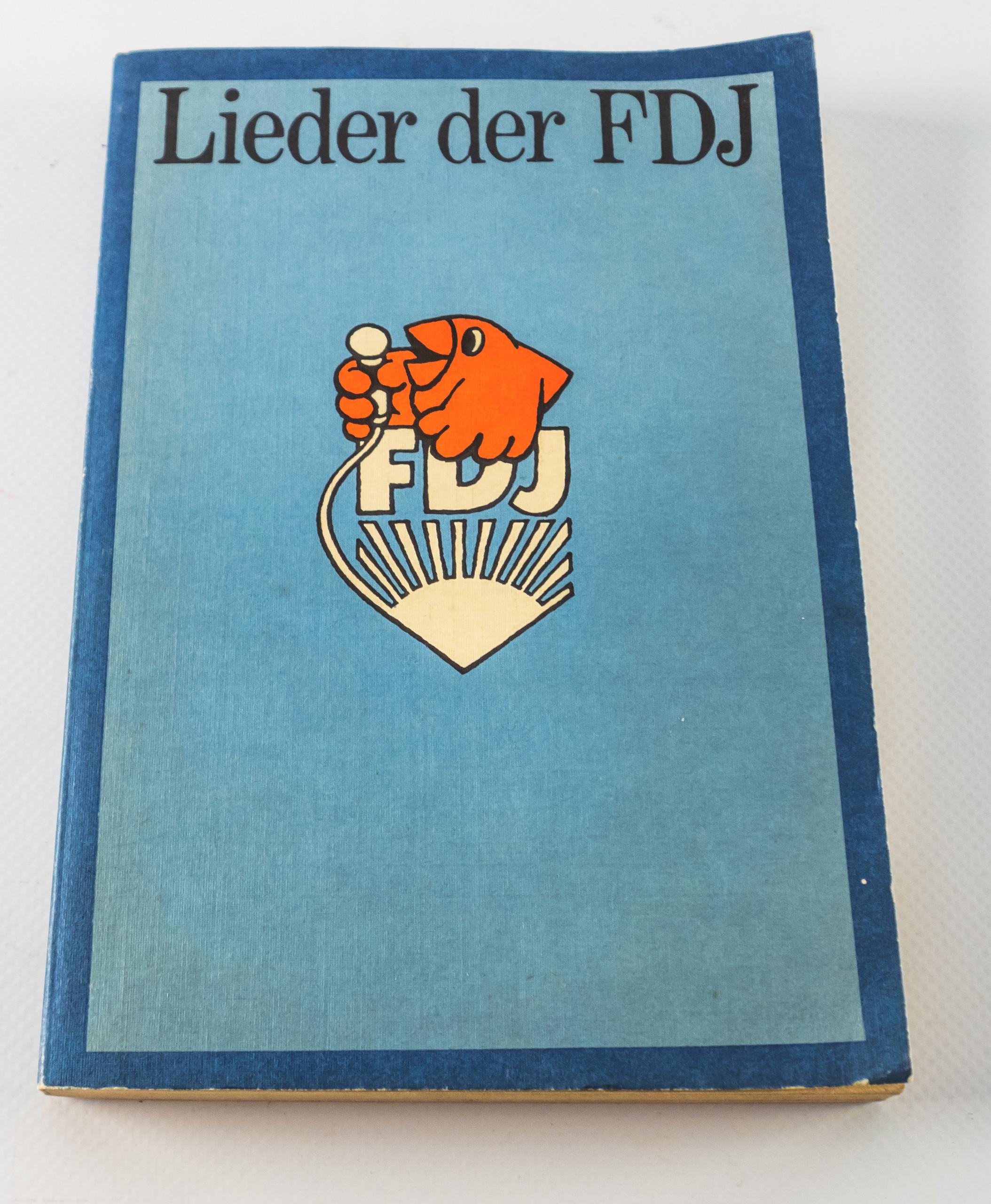 """Schallplatte """"rote lieder""""   ddr museum berlin."""
